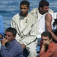 Caccia all'uomo nelle campagne per riprendere i migranti in fuga