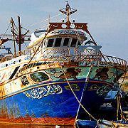 Demolite barche sequestrate