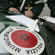 «Pagate i carburanti» Vigili urbani appiedati