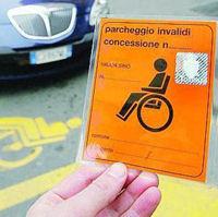 Invalidi, stop agli stalli riservati mancano i soldi per i cartellini