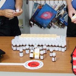 Aveva 133 flaconi di metadone in casa. Arrestato dai carabinieri