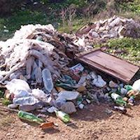 Il territorio, ricadente sotto la competenza della Provincia regionale di Siracusa è pieno di discariche
