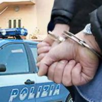 «I topi sono in trappola» Armi in pugno, gli agenti irrompono in via Mascagni