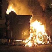 Diede fuoco a diversi cassonetti operatore ecologico condannato