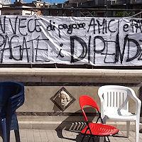 Continua lo sciopero della fame ma è cambio della guardia