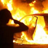 «Diede fuoco a un'auto» Denunciato un tunisino