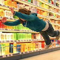 Supermercati presi d'assalto, file interminabili ai distributori di benzina!