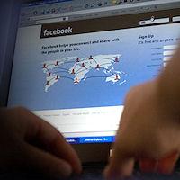 Dipendente, privato del computer perché utilizza Facebook in orario d'ufficio