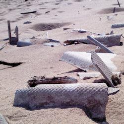Eternit e rifiuti edili sulla spiaggia di Punto Rio