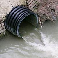 Il canale non ancora ultimato, è già da aggiustare.