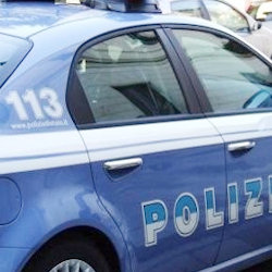 Una persona denunciata per rapina a un anziano e un'altra per furto d'auto