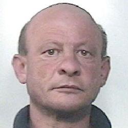 Sequestra in casa l'anziana madre e la sorella. Arrestato dai carabinieri.
