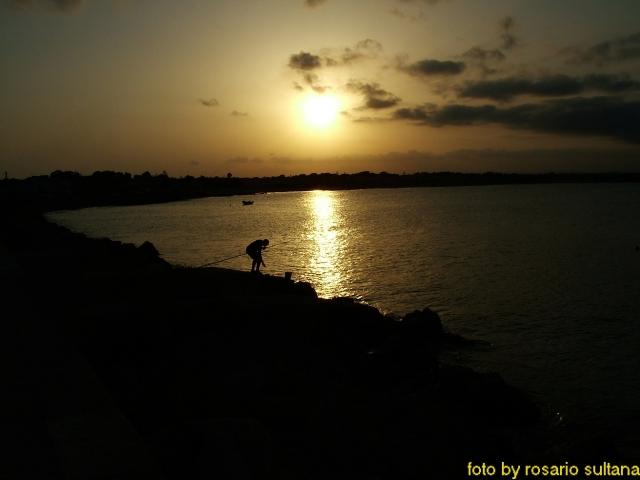 Marzamemi la diga al tramonto
