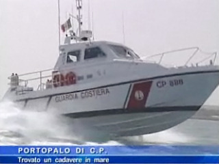 La Guardia Costiera trova cadavere in mare.