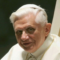 Papa Benedetto XVI: Tutelare la vita e la famiglia
