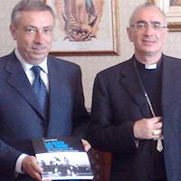 """Il vescovo Staglianò riceve Salvo Sorbello autore di """"La pesca del tonno nel capolinea del Sud"""""""