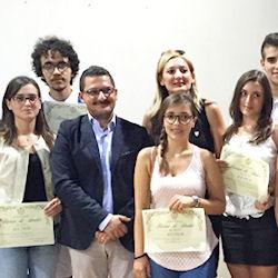 """L'amministrazione premia i giovani diplomati """"centisti"""""""