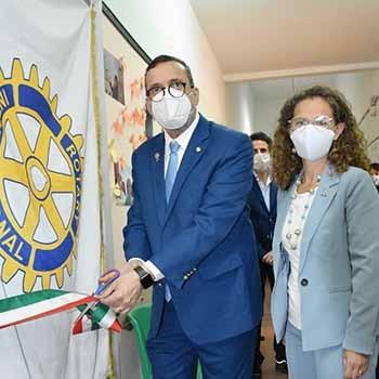 Taglio del nastro per il laboratorio Colore & Calore del Rotary Club Pachino